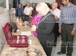 Mayor of Brampton Admiring Pakistani Cultural items
